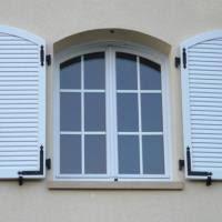 Установка жалюзийных ставней на окна